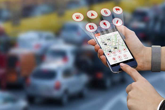 ACE-Mobilitätsapp wird im Straßenverkehr genutzt.
